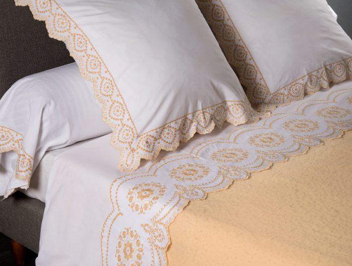Draps de lit en broderie à la main