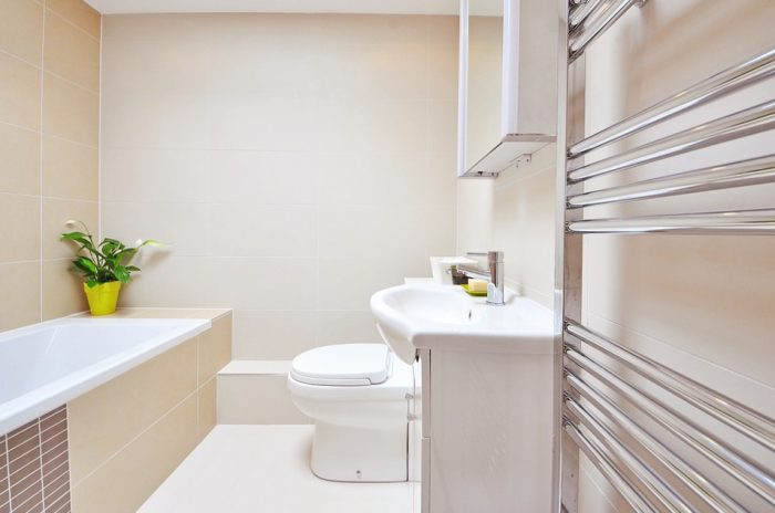 Les astuces pour aménager une petite salle de bain