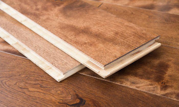 Un vieux plancher en bois